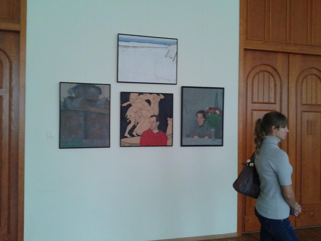 Работы висящие на выставке